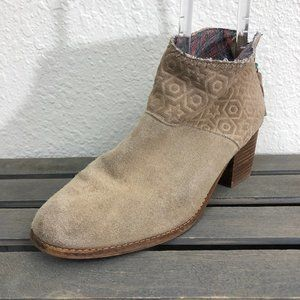 Toms Ankle Boots Booties Sz 10 Beige Suede